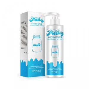 Очищающее молочко для умывания и демакияжа (Milk Makeup Remover) Bioaqua